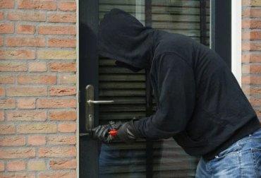 facebook pic lock snapping burglar